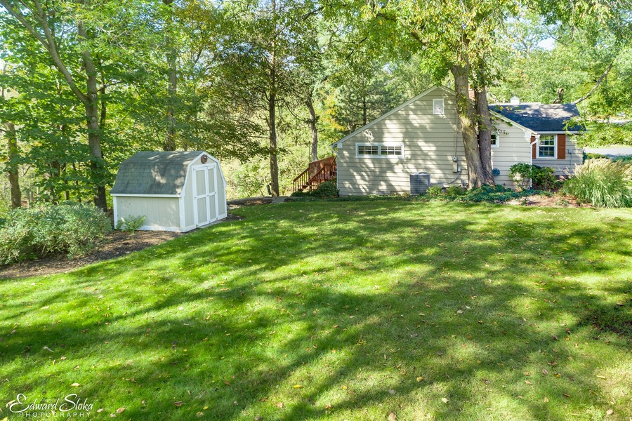 Real Estate Photography - 475 Brookside, North Barrington, IL, 60010 - Side yard