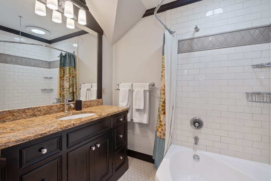 Real Estate Photography - 475 Brookside, North Barrington, IL, 60010 - 2nd Bathroom