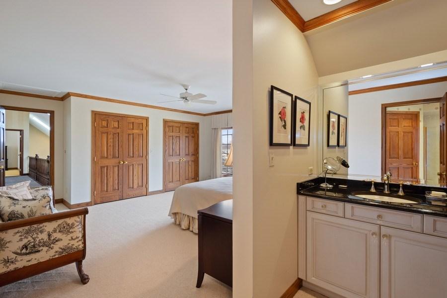 Real Estate Photography - 246 Oak Knoll Rd., Barrington HIlls, IL, 60010 - Additional view for Jack & Jill Bath