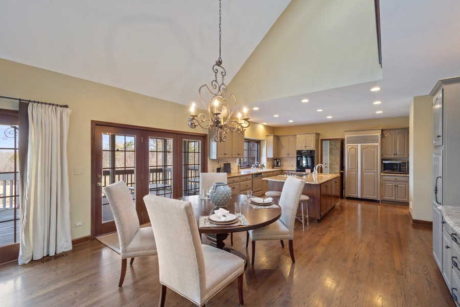 Real Estate Photography - 246 Oak Knoll Rd., Barrington HIlls, IL, 60010 - Kitchen / Breakfast Room