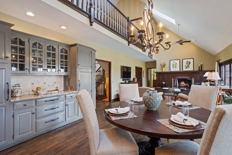 Real Estate Photography - 246 Oak Knoll Rd., Barrington HIlls, IL, 60010 - Breakfast & Family Room view