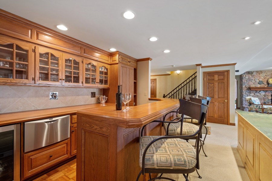 Real Estate Photography - 246 Oak Knoll Rd., Barrington HIlls, IL, 60010 - Bar