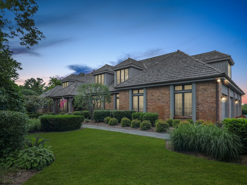 Real Estate Photography - 246 Oak Knoll Rd., Barrington HIlls, IL, 60010 - Front view