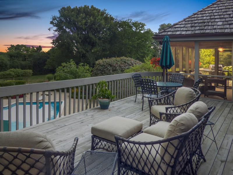 Real Estate Photography - 246 Oak Knoll Rd., Barrington HIlls, IL, 60010 - Deck view