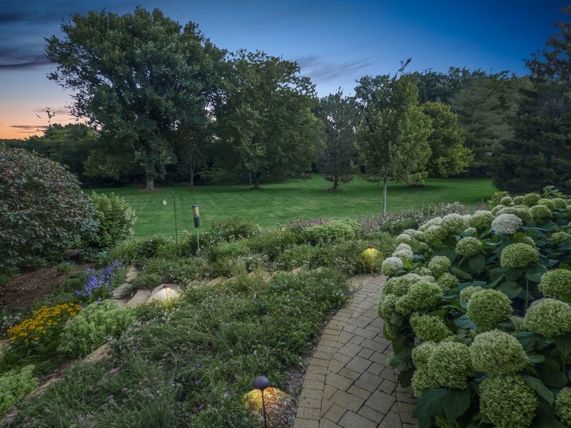 Real Estate Photography - 246 Oak Knoll Rd., Barrington HIlls, IL, 60010 - Yard view
