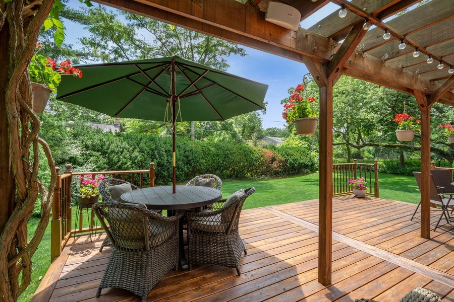 Real Estate Photography - 243 Linden Road, Barrington, IL, 60010 - Deck