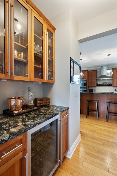 Real Estate Photography - 508 Pond Gate Drive, Barrington Hills, IL, 60010 - Butler's Pantry