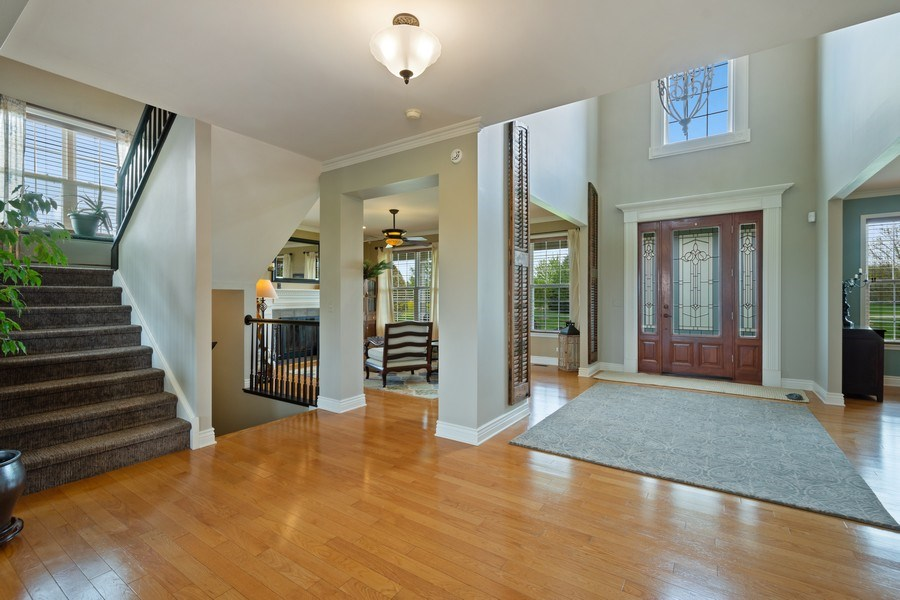 Real Estate Photography - 508 Pond Gate Drive, Barrington Hills, IL, 60010 - Foyer