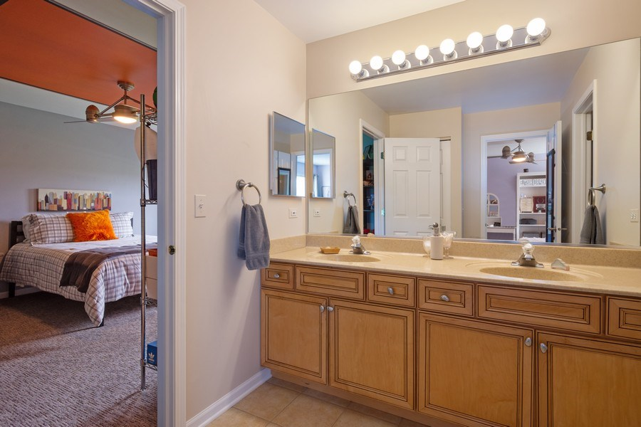 Real Estate Photography - 508 Pond Gate Drive, Barrington Hills, IL, 60010 - Jack & Jill Bath