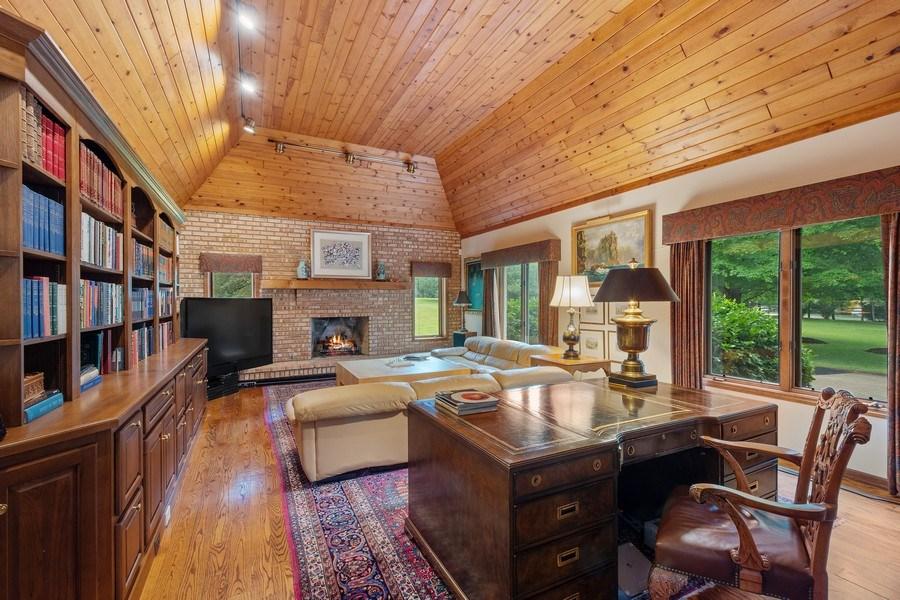 Real Estate Photography - 40 Ridge Rd., Barrington Hills, IL, 60010 - Library