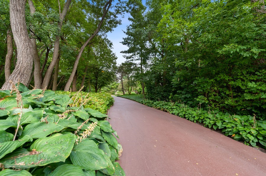 Real Estate Photography - 90 Hawthrone Rd., Barrington Hills, IL, 60010 - Driveway