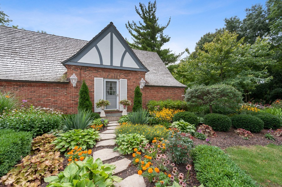 Real Estate Photography - 90 Hawthrone Rd., Barrington Hills, IL, 60010 - Side Entry