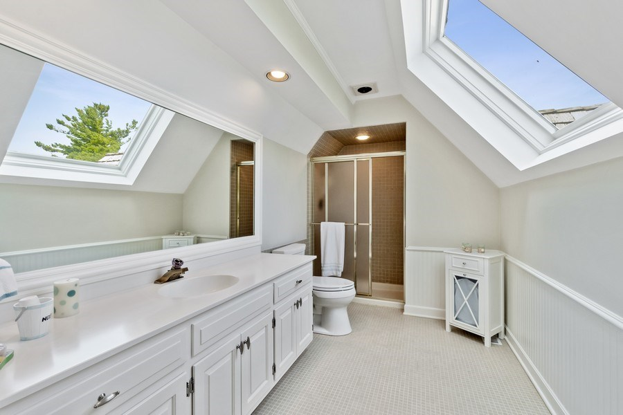 Real Estate Photography - 90 Hawthrone Rd., Barrington Hills, IL, 60010 - 2nd Bathroom (ensuite)