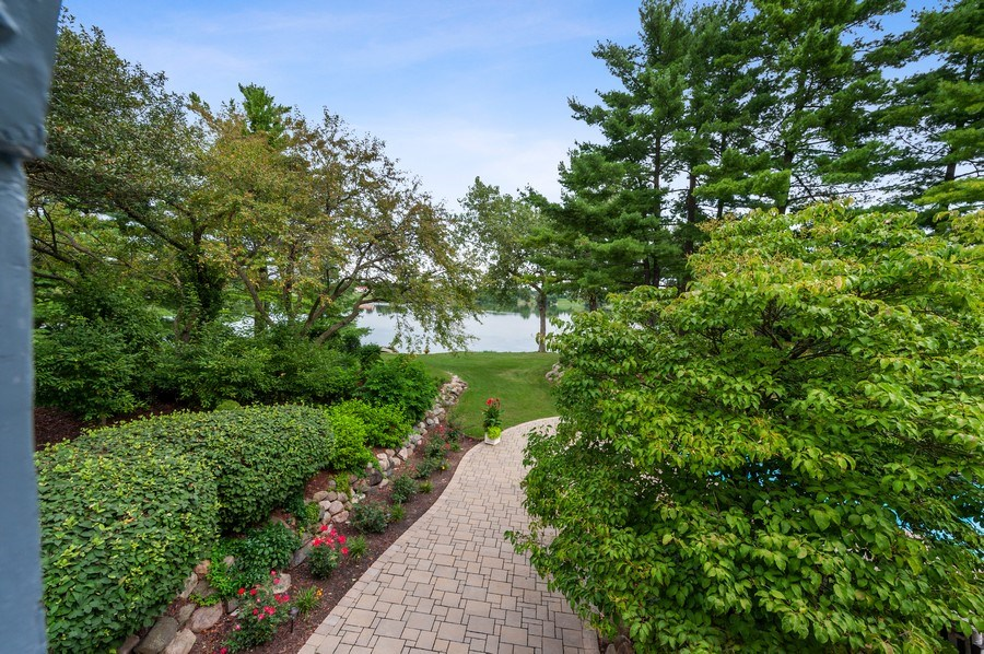 Real Estate Photography - 90 Hawthrone Rd., Barrington Hills, IL, 60010 - Side walkway