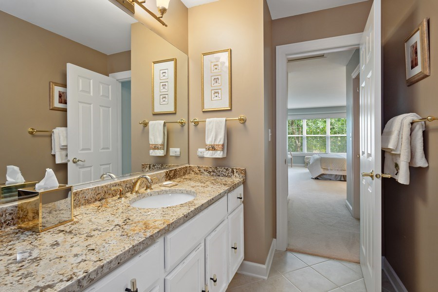 Real Estate Photography - 600 Stone Canyone Circle, Inverness, IL, 60010 - 2nd Bathroom