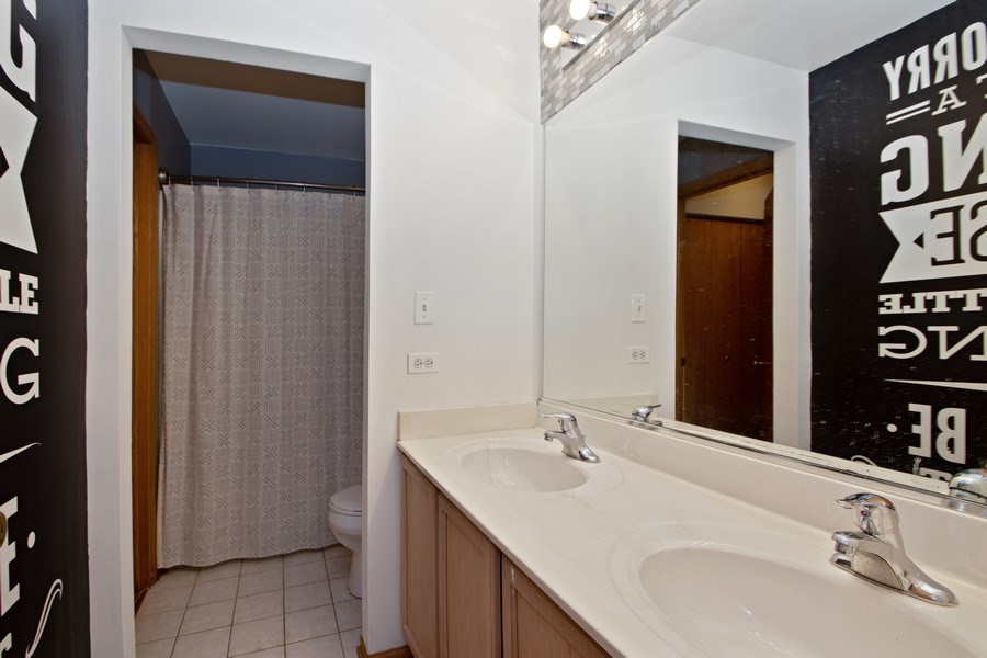 Real Estate Photography - 18526 Dearborn Court, Tinley Park, IL, 60477 - Full Bathroom
