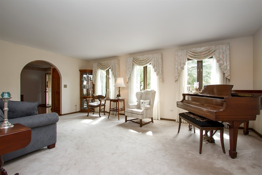 Real Estate Photography - 1160 East 173rd Place, South Holland, IL, 60473 - Living Room