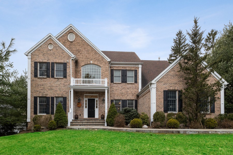 Real Estate Photography - 1B Summerland Lane, Briarcliff Manor, NY, 10510 - Front View