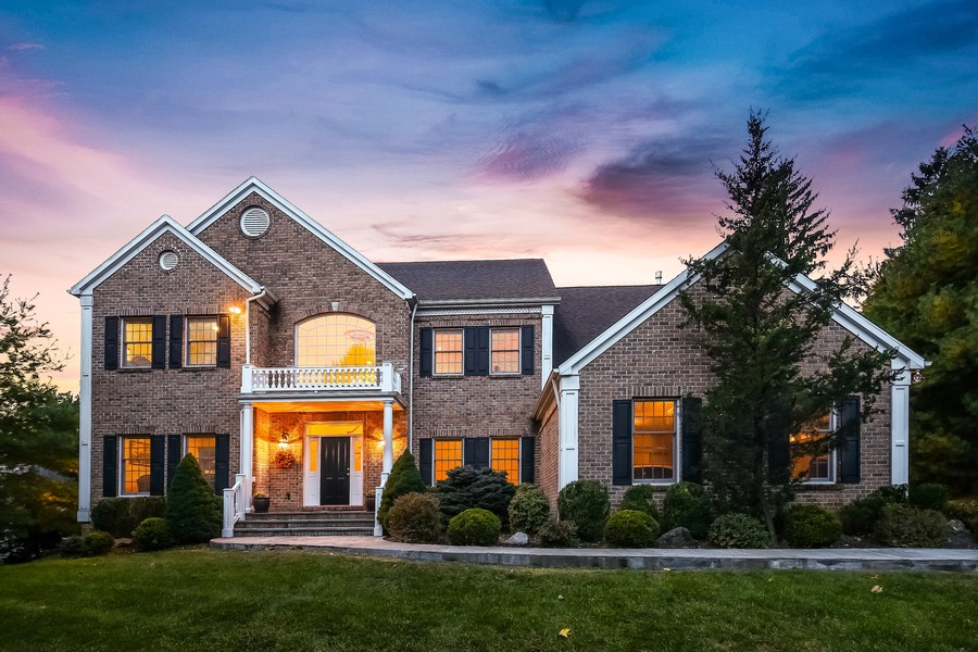 Real Estate Photography - 1B Summerland Lane, Briarcliff Manor, NY, 10510 - Beautiful Center Hall Colonial