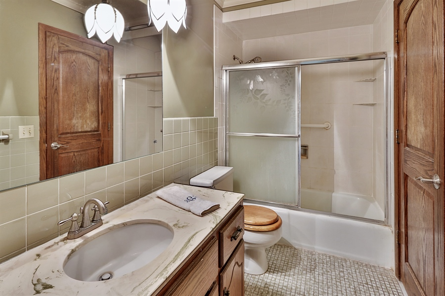 Real Estate Photography - 5474, Mound, MN, 55364 - 2nd Bathroom