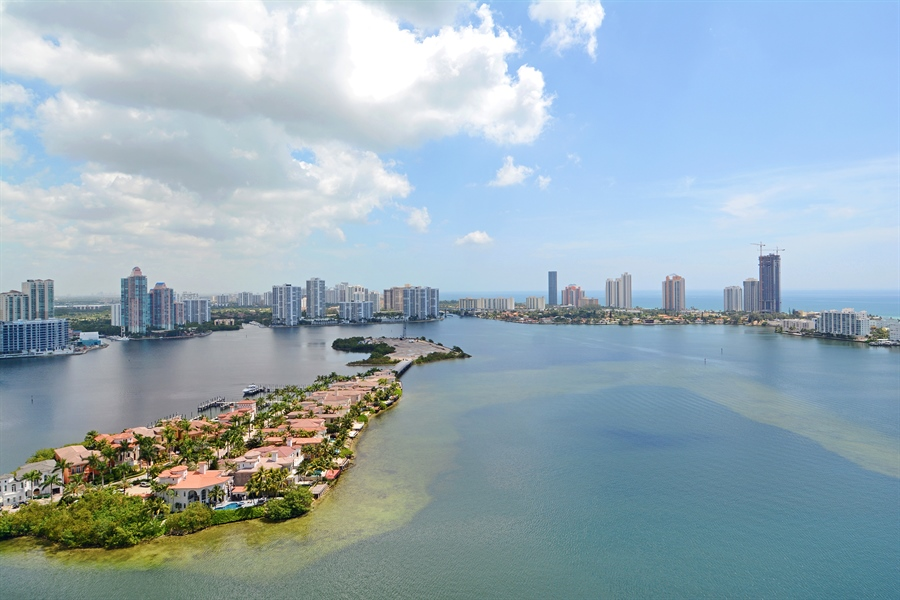 Real Estate Photography - 2800 Island Blvd, Unit 2903, Aventura, FL, 33160 - View