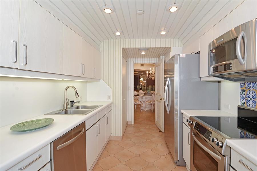 Real Estate Photography - 2800 Island Blvd, Unit 2903, Aventura, FL, 33160 - Kitchen