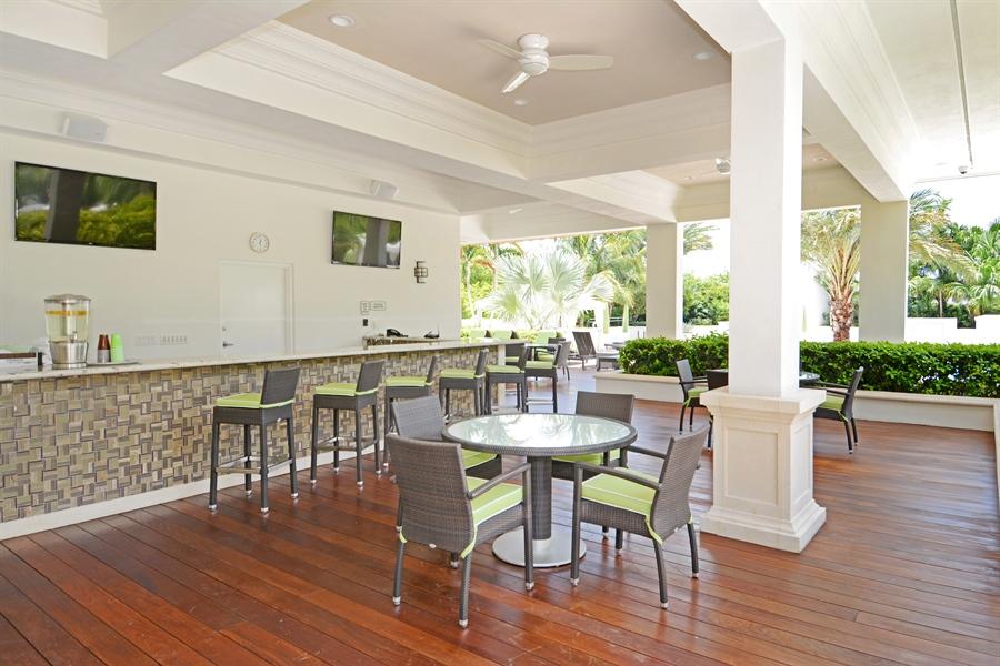 Real Estate Photography - 2800 Island Blvd, Unit 2903, Aventura, FL, 33160 - Bar