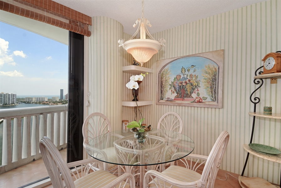 Real Estate Photography - 2800 Island Blvd, Unit 2903, Aventura, FL, 33160 - Breakfast Room