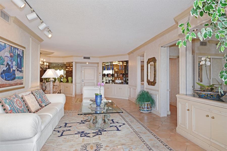 Real Estate Photography - 2800 Island Blvd, Unit 2903, Aventura, FL, 33160 - Living Room / Dining Room