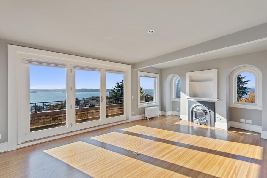 Real Estate Photography - 604 W Kinnear ST UPPER, Seattle, WA, 98119 - Living Room
