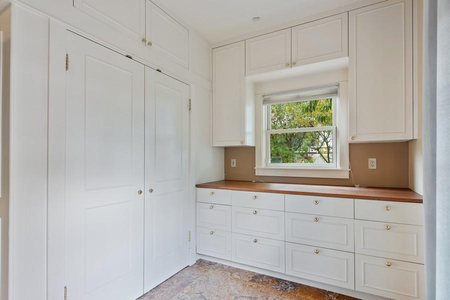 Real Estate Photography - 604 W Kinnear ST UPPER, Seattle, WA, 98119 - Butler's pantry