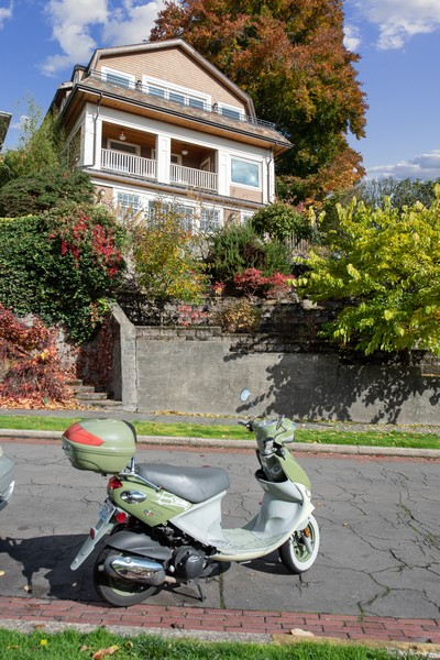 Real Estate Photography - 604 W Kinnear ST UPPER, Seattle, WA, 98119 - Front View