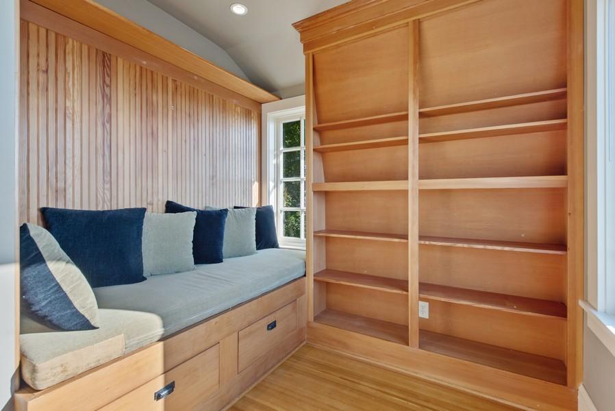 Real Estate Photography - 604 W Kinnear ST UPPER, Seattle, WA, 98119 - Library