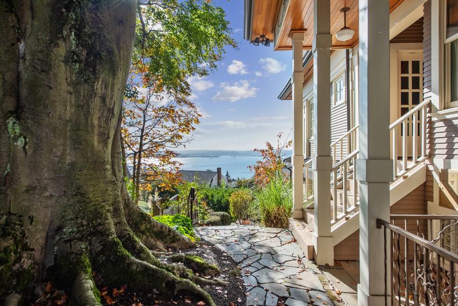 Real Estate Photography - 604 W Kinnear ST UPPER, Seattle, WA, 98119 - Side View