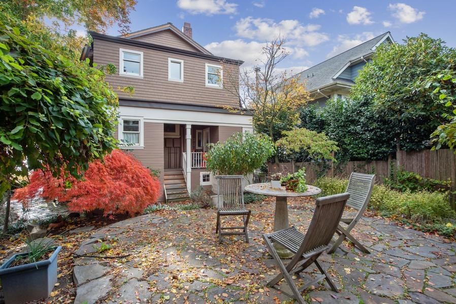 Real Estate Photography - 604 W Kinnear ST UPPER, Seattle, WA, 98119 - Rear View