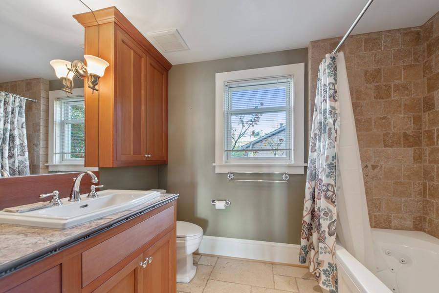 Real Estate Photography - 604 W Kinnear ST UPPER, Seattle, WA, 98119 - Bathroom