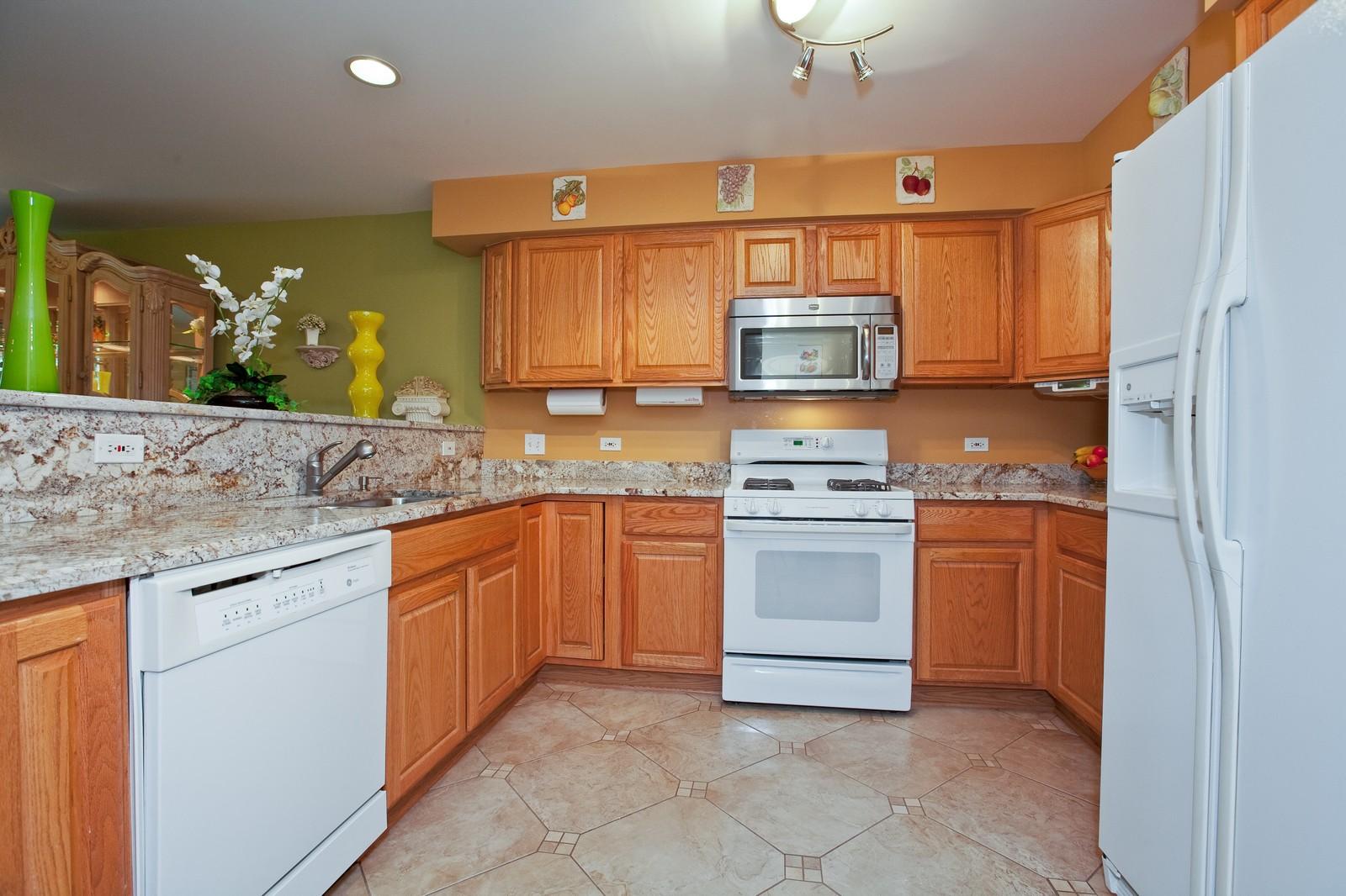 Real Estate Photography - 6617 Natasha Ct, Countryside, IL, 60525 - Kitchen
