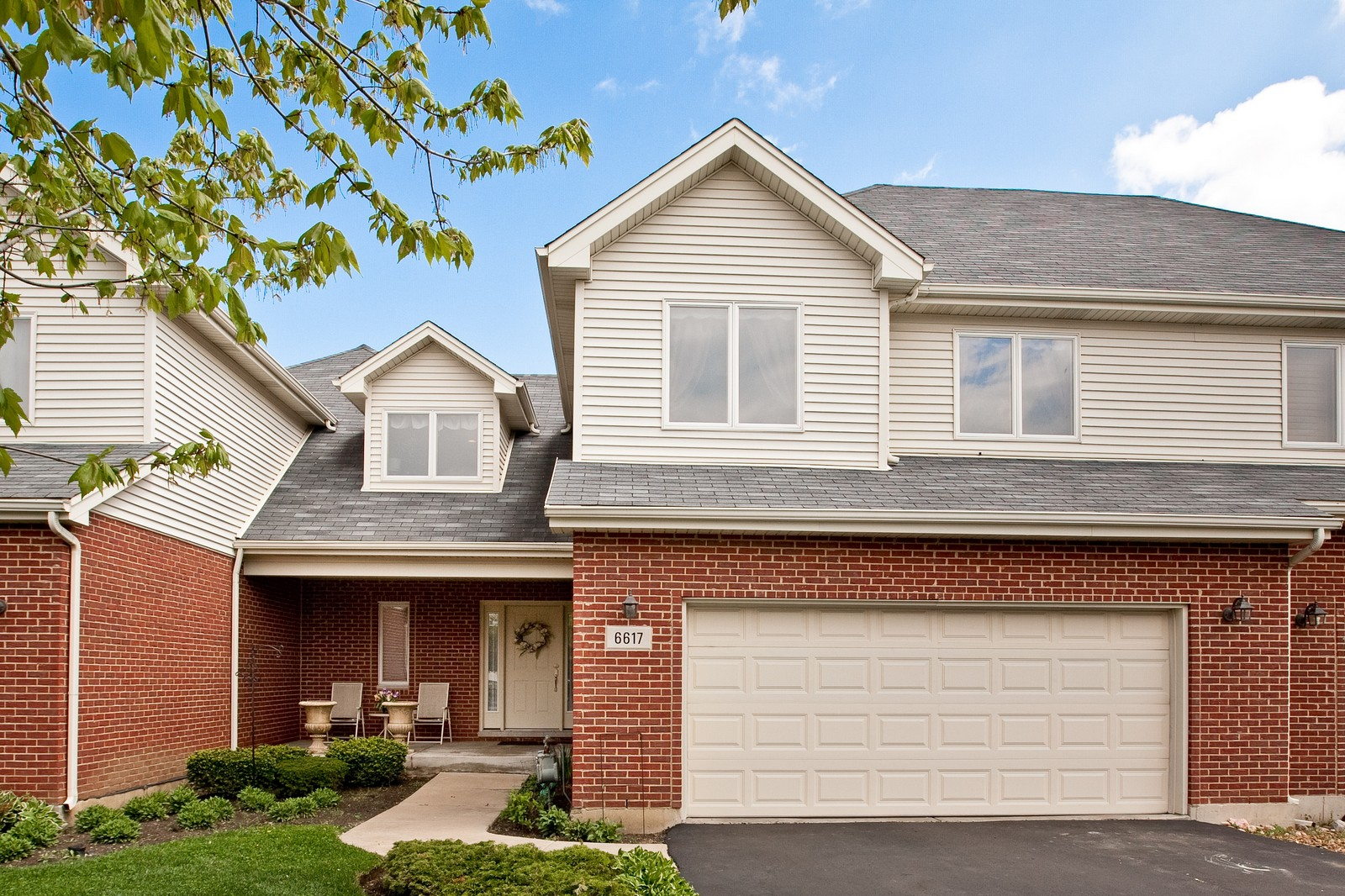 Real Estate Photography - 6617 Natasha Ct, Countryside, IL, 60525 - Front View