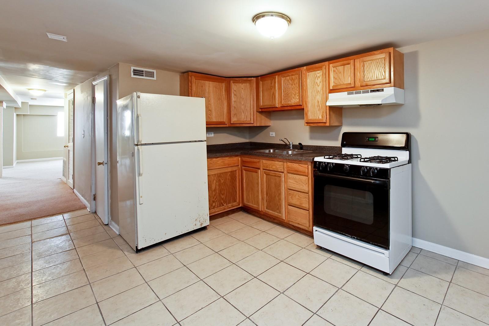 Real Estate Photography - 3332 W Polk St, Chicago, IL, 60624 - Kitchen