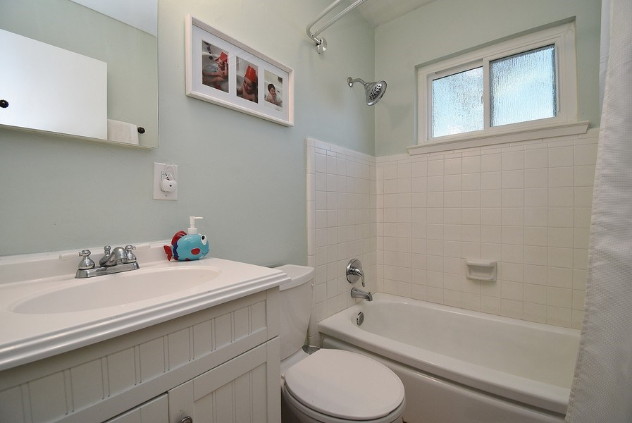 Real Estate Photography - 2988 Kennedy St, Livermore, CA, 94551 - Bathroom
