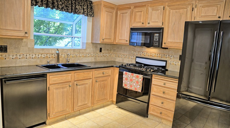 Real Estate Photography - 1031 Kiser Dr, San Jose, CA, 95120 - Kitchen