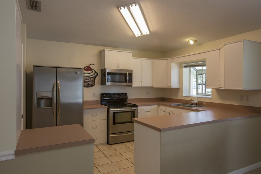 Real Estate Photography - 15 Coral Reef Court N, Palm Coast, FL, 32137 - Kitchen