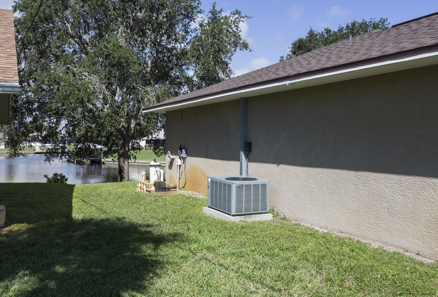 Real Estate Photography - 15 Coral Reef Court N, Palm Coast, FL, 32137 - Side View