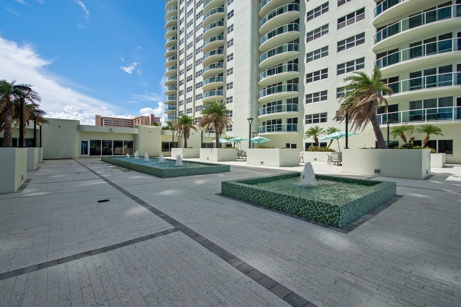 Real Estate Photography - 3410 Galt Ocean Dr, 1101, Ft Lauderdale, FL, 33308 - Courtyard