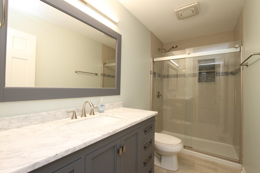 Real Estate Photography - 904 S Summit, Barrington, IL, 60010 - Master Bathroom