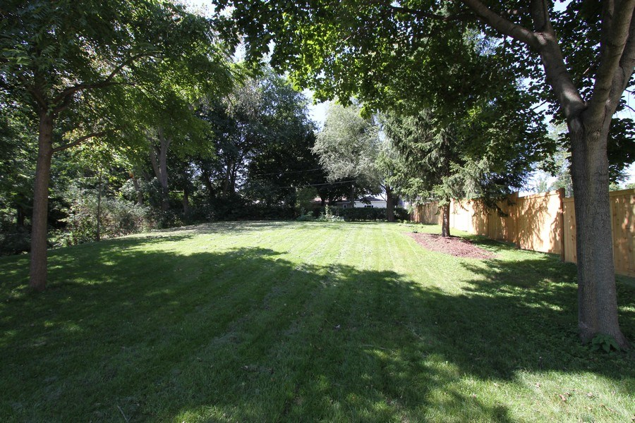 Real Estate Photography - 904 S Summit, Barrington, IL, 60010 - Back Yard
