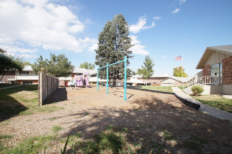 Real Estate Photography - 9085 E Nassau Ave, Denver, CO, 80237 - Park View