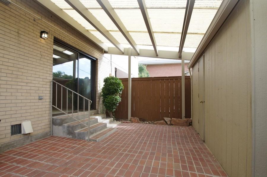 Real Estate Photography - 9085 E Nassau Ave, Denver, CO, 80237 - Courtyard