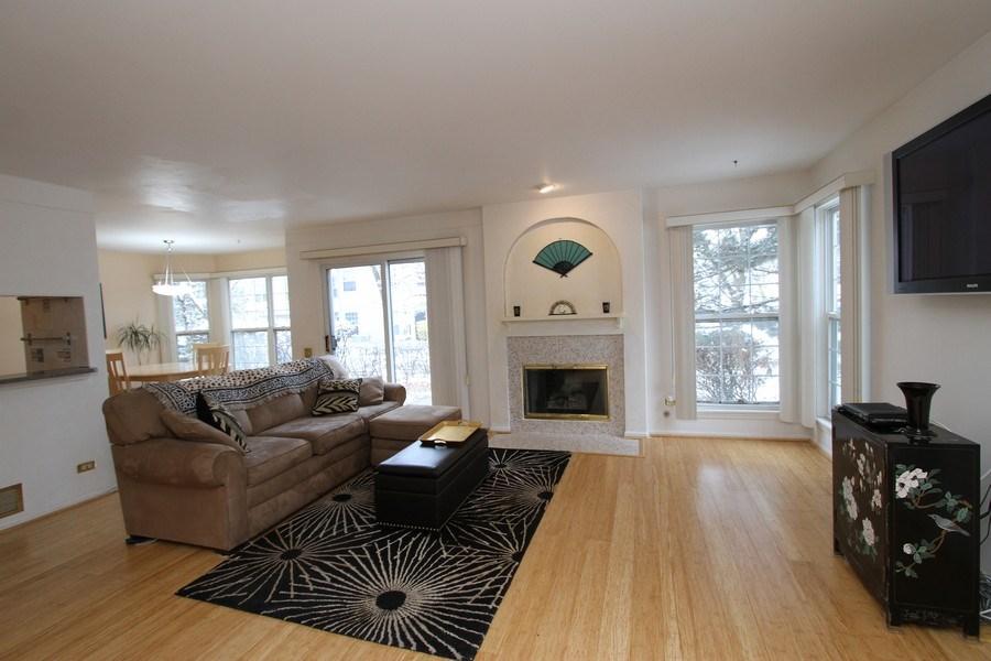 Real Estate Photography - 4787 Amber Cir, Hoffman Estates, IL, 60192 - Living Room