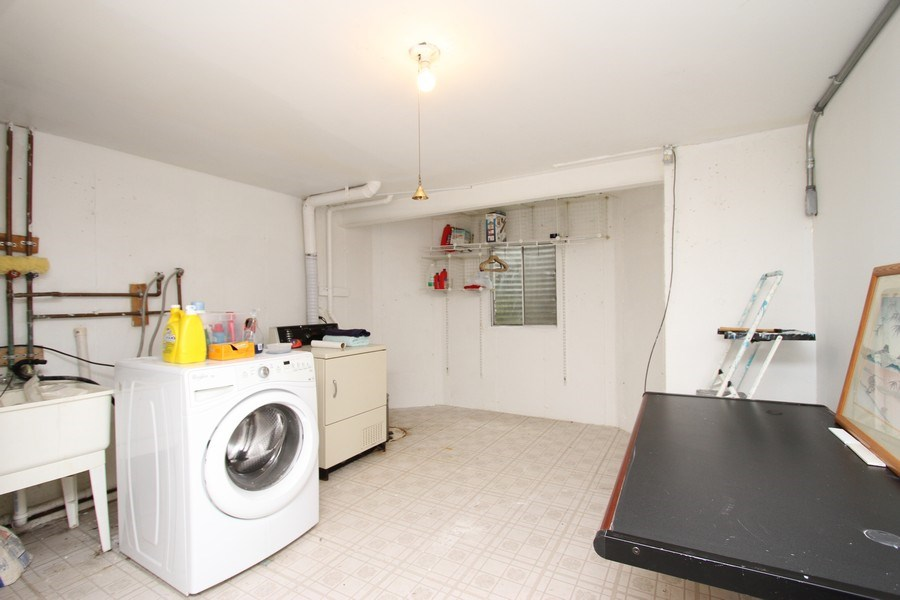 Real Estate Photography - 4787 Amber Cir, Hoffman Estates, IL, 60192 - Laundry Room